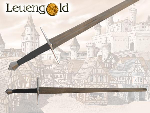 Anderthalbhänder Schwert mit diamantförmigen Knauf